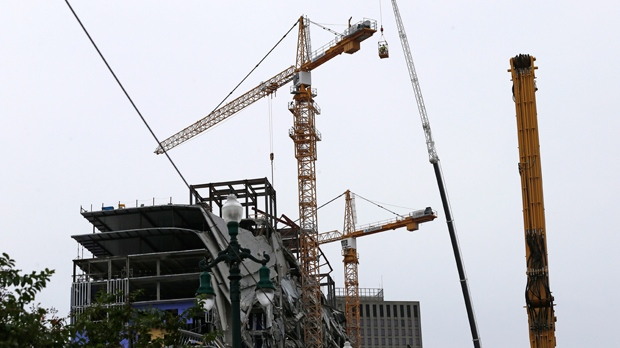 2 leaning cranes toppled at site of New Orleans hotel collapse