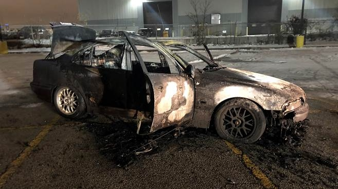 Police search for driver of vehicle that caught fire after donut stunt in Mississauga
