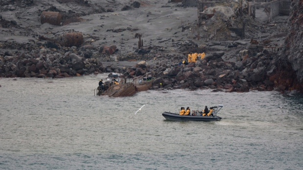 White Island tragedy: Police and Navy divers resume search for bodies