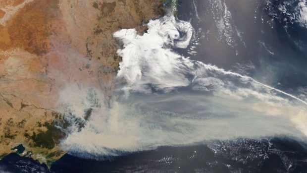 3,000 reservists called in as Australia's wildfire crisis worsens
