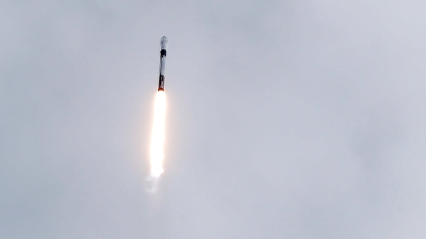 SpaceX Blows Up Rocket, Aces Emergency Escape Test