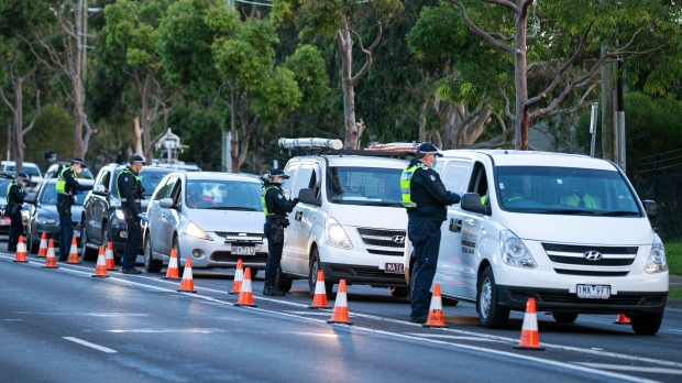 Victoria border to close