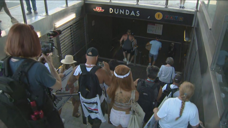 Dundas, subway