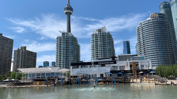 Toronto under heat warning with mercury to hit low 30s Sunday, Monday