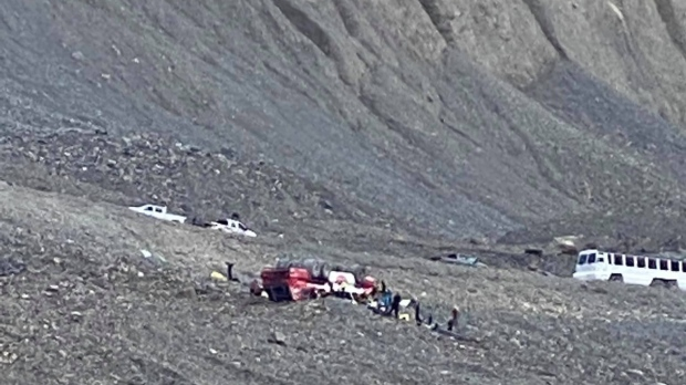 3 dead, several injured in Columbia Icefields coach rollover