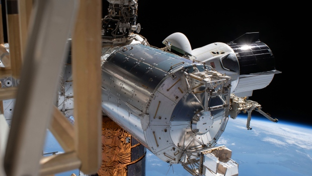 U.S. astronauts ready for capsule splashdown, the first in 45 years