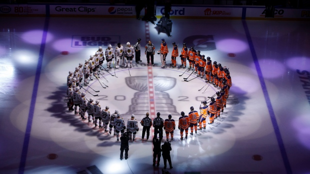 Oilers v Blackhawks