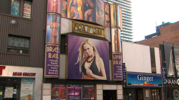 Ontario making bars and restaurants close earlier, shuts down strip clubs