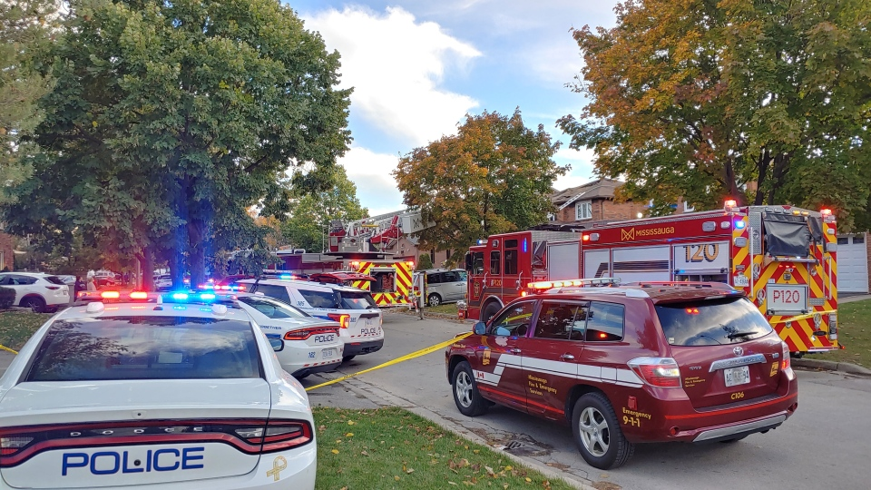 Emergency crews respond to a fire at home in the area of Dalewood and Etude drives Tuesday October 13, 2020. (Pascal Marchand)