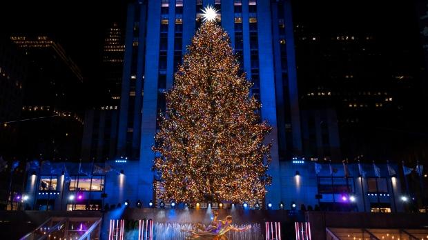 Kennedy Plaza Christmas Tree Lighting 2021 Rockefeller Center Christmas Tree Turns On With Virus Rules Cp24 Com