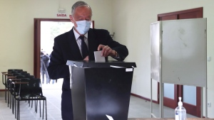 Portuguese President, and candidate for reelection, Marcelo Rebelo de Sousa casts his ballot at a polling station in Celorico de Basto, northern Portugal, Sunday, Jan. 24, 2021. Portugal holds a presidential election Sunday, choosing a head of state to serve a five-year term. (AP Photo/Luis Vieira)