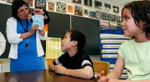Teacher Sonia Kinequon uses a puppet to help Bryden Laret-Stonechild (left) and Rachel Cyr with their Cree on Monday, June 6, 2005 in Regina. Albert Community School is replacing French with Cree as second-language training.  CP PHOTO/Troy Fleece)