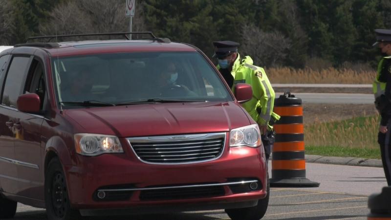 Quebec Ontario border checkpoint