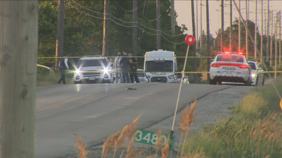 Police investigate a fatal shooting outside a business complex in Mississauga. (CP24)