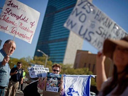 Ayton Eller, center, of Brooklyn, demonstrates in front of the United Nations to protest Iranian President Mahmoud Ahmadinejad�s visit, Tuesday, Sept. 21, 2010 in New York. (AP Photo/David Goldman)