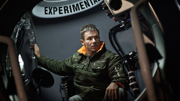 Felix Baumgartner cancels dive